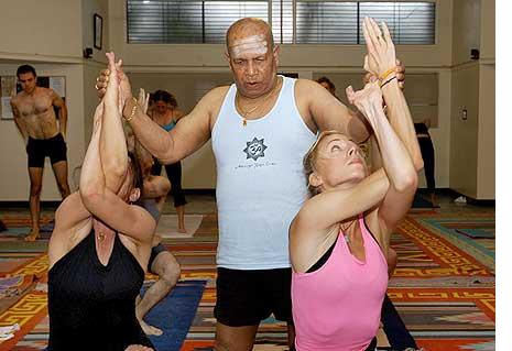 founders of modern yoga k pattabhi jois controversies