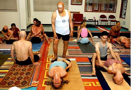 founders of modern yoga k pattabhi jois  isha  yoga